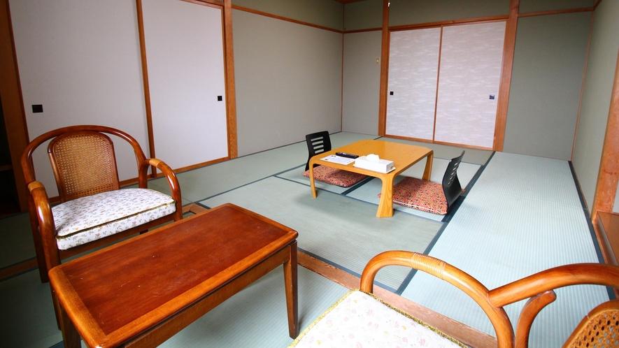 北アルプス眺望客室【和室12~13畳】窓から北アルプスを望みます。