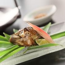 *【太閤御膳】/焼物:盛りつけの色合いも爽やかな「鮎葱包焼き」