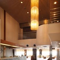 *【ロビー】3F/開放的な空間がお客様をお出迎え致します