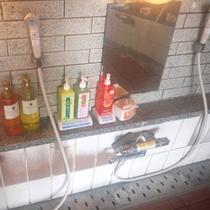 *【女風呂】女性のお風呂場には、シャンプー、リンスなどが備わっています