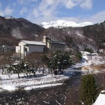 冬の谷川岳と利根川