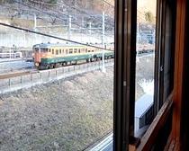 部屋から電車2