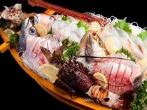 【 一品料理 】 朝獲れ☆1mの超豪華舟盛り