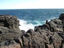高さ10から20メートルほど断崖・ぜぺきです。