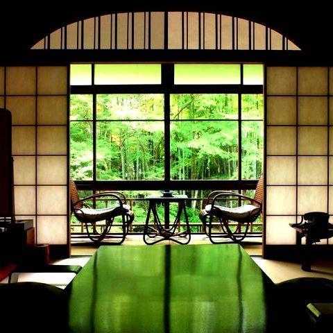 【花の棟客室の一例】桂川と竹林の小径を眺めながら、ゆったりとした時間をお楽しみください。