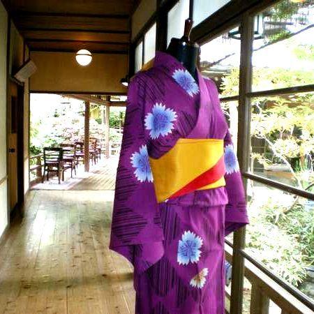 【レンタル浴衣/1500円(着付け込)】色浴衣でおしゃれして、温泉街をぷらり散歩はいかがですか?
