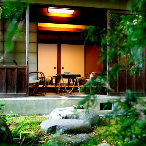 【純和風客室一例】中庭からの景色※景色は選べません。