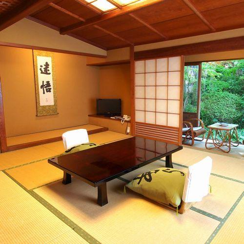 【純和風客室一例】木造数寄屋風の建物の一室。落ち着いた雰囲気でゆったりおくつろぎいただけます。