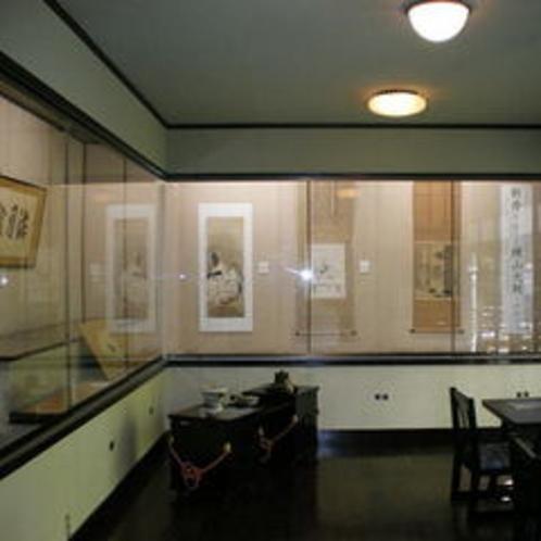 【書画展示室】当館所蔵の横山大観や安田靫彦などの作品を月替わりで展示しております。