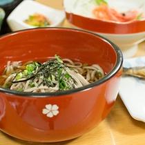 *[夕食一例]こしがあり薫り高い「手打ち蕎麦」