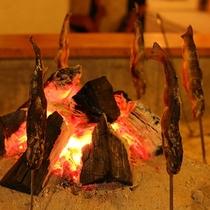 *[料理一例]外はこんがり♪中はジューシーな囲炉裏で焼いた川魚