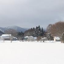 *[部屋からの景色]当館の畑や遠くの山々など長閑な風景が広がります。