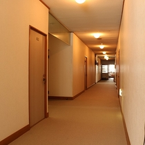 *[館内/廊下]快適にお過ごしいただけるよう清潔を心がけております。