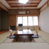 【別棟10畳】自然に囲まれた静かな部屋です。