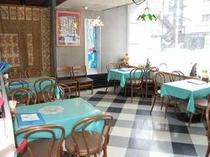 1階には喫茶スペースY'scafeがあります