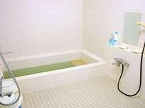 大人5名様でもゆったり入れるお風呂です。ご家族でどうぞ。