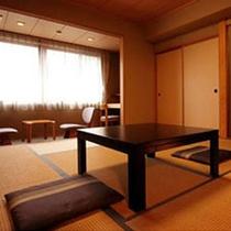 和室8畳+縁側+バス+トイレ