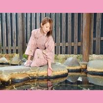 花合野川の横にある露天風呂。開放的な自然を感じながら貸切気分で温泉満喫♪