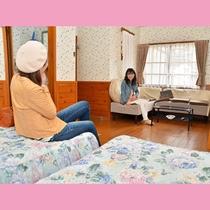 フォース(4名収容)のきゃべつにはゆったりとおしゃべりが楽しめるソファーコーナーを設置してます♪