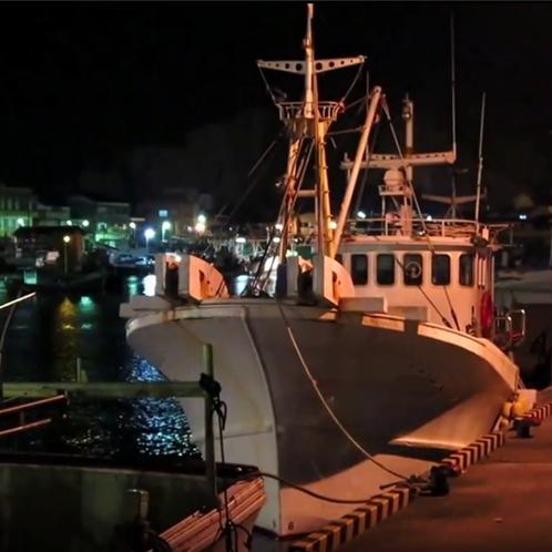 蟹漁に出る漁船!