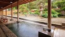 大浴場露天風呂(3名様程が丁度よい広さとなっております)