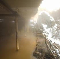 冬・湯けむりの黄金風呂