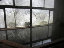 冬・内湯からの光景