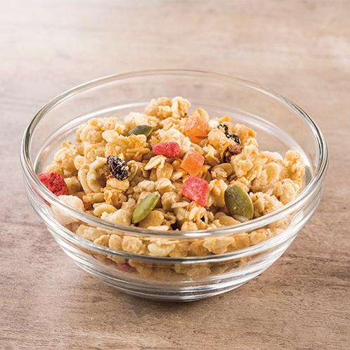 """""""玄米、オーツ麦にドライフルーツをミックス。食物繊維や鉄分も豊富でお腹にやさしいシリアルです。"""