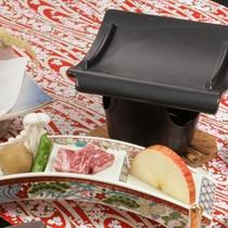 *【夕食一例/信州牛の瓦焼き】ジューシーな信州牛をお好みの焼き加減でお楽しみください