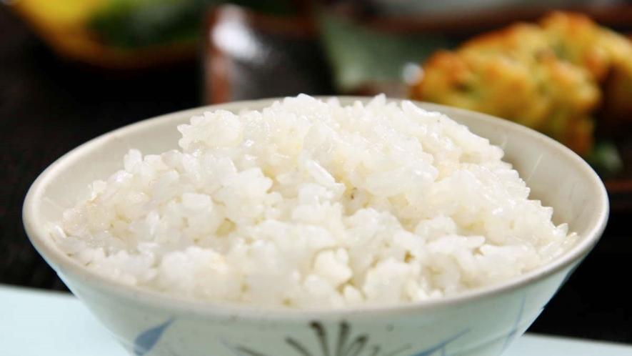 【朝食】お米は、地元契約農家から届く阿賀町産コシヒカリを使用