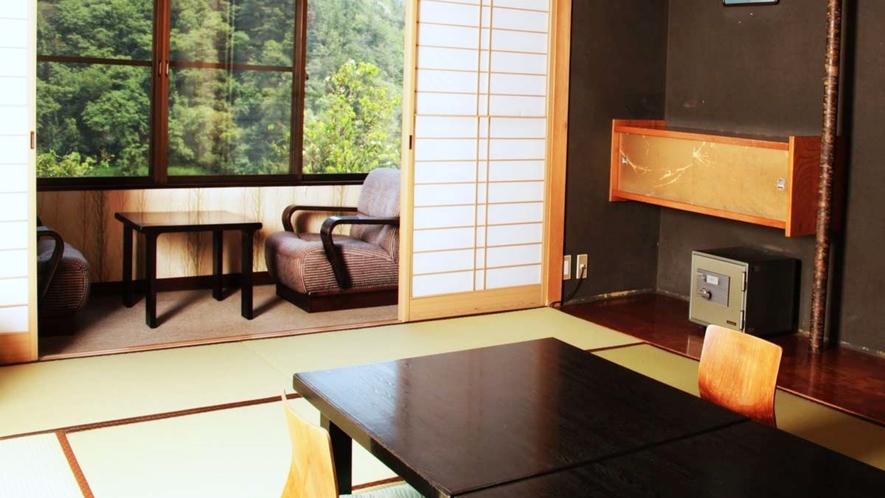 【本館】標準客室:和室10~12畳/次の間【定員】2~8名