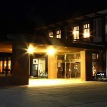 【ホテル外観】夜