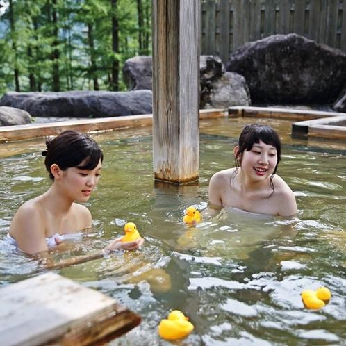 【貸切露天風呂】荒戸の湯/入浴イメージ/お風呂で遊べるおもちゃをご用意
