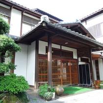【外観】日本庭園・和風建築の家庭的な旅館