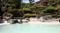 *庭園大浴場(女湯)/強酸性の源泉掛け流し温泉はリウマチや皮膚病をはじめ、効能いっぱいです!