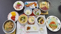 *【夕食一例】四季折々の旬の食材が並ぶあたたかい和会席