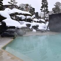 *庭園大浴場(女湯)/冬季は雪見風呂をお楽しみ頂けます。