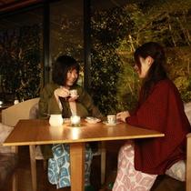 20:30【夜のラウンジ】「食後のおしゃべりタイム」ご夕食後はミニデザートとドリンクのサービス