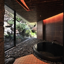 【貸切風呂「土」】信楽焼の浴槽を使用しています。