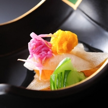 ★秋の夕食(一例)美味しいものを、適度なタイミングで。繊細な素材の味を活かしながら、優美な膳に・・
