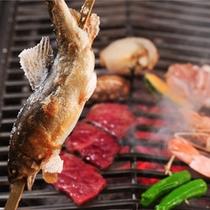 系列レストラン「山の茶屋」での炭火焼プラン。ワイワイと炭火を囲み、召し上がっていただくスタイルです。