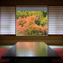 秋の客室から 名栗の紅葉風景がお楽しみ頂けます。