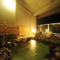 男性展望大浴場の露天風呂『天の川』の夜