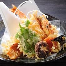 【山の茶屋】カラッと揚げた天ぷら