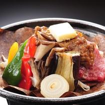 ★秋の夕食(一例)季節の料理例・朴葉焼きは熱々のうちにお召し上がり下さい。