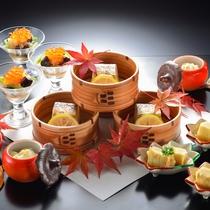 大松閣のスタンダードコースの一例。季節にあわせてお品書きを変更しております。(秋)