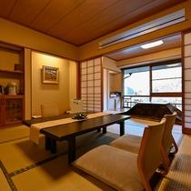 【清風館和室の一例】木のぬくもりとレトロな趣きが人気のお部屋です。