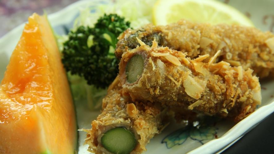 《恵の膳~megumi~ 一例》地元で採れたアスパラは旬の素材そのままで頂く