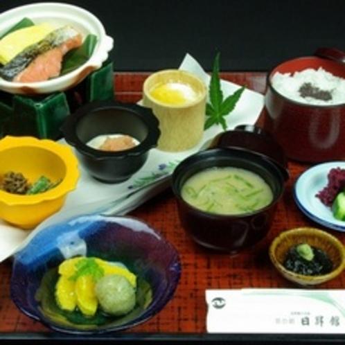 朝食(1汁7品とお漬物)