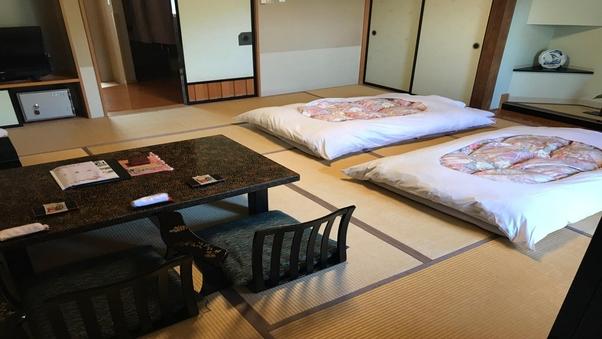 和室12.5畳+板の間/バストイレ付